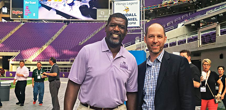 Benjamin Rabe, CEM, chats with Randall McDaniel, former offensive lineman for the Minnesota Vikings and Pro Football Hall of Fame inductee. The two met at a recent event in Minneapolis. Credit: SmithBucklin