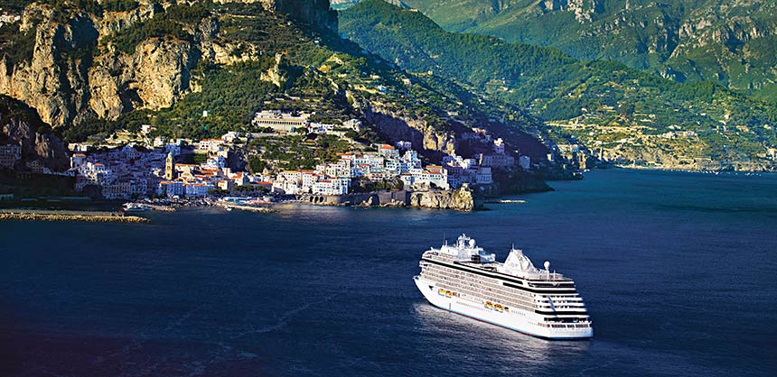 The Regent Seven Seas Explorer sails into the Bay of Naples in Sorrento, Italy. Credit: Regent Seven Seas