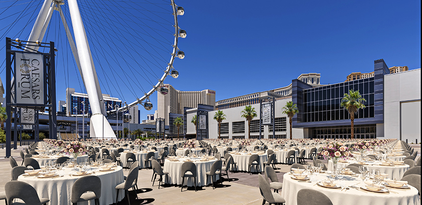 The new 550,000-sf CAESARS FORUM offers 300,000 sf of flexible event space, as well as a 100,000 sf outdoor plaza and two 110,000 sf pillar-less ballrooms.