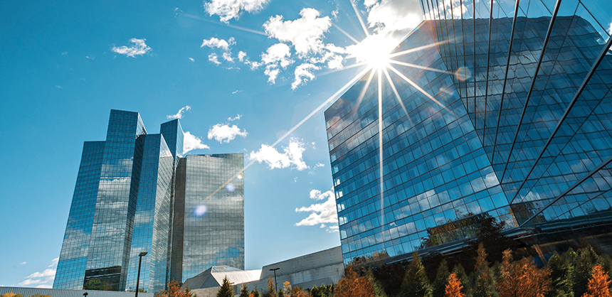 Mohegan Sun offers 375,000 sf of meeting and event space, and 300,000 sf of gaming space, in Casino of the Earth and Sky.